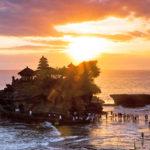 Пура Танах Лот Бали Индонезия
